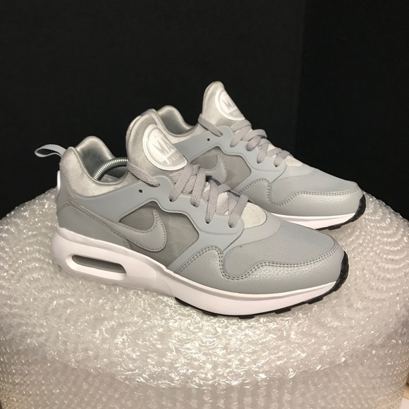 105801ff0a2 Nike Air Max Men s Size 10
